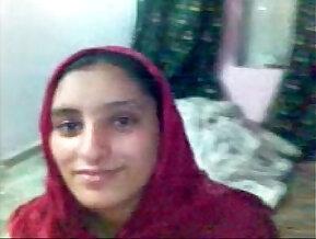 IN KARACHI A PAKISTAN TEEN HAVING SEX ON DATE